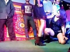 Piinlik erootilise avaliku etapp näita video