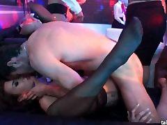 Bi pornostjerner licks twats og aksjer kuker i offentlig