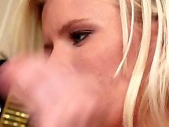 दो गर्म सुनहरे बालों वाली श्यामला योनि