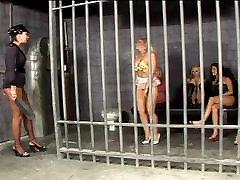 Lesbiečių cutie firced sex sesijos kalėjime