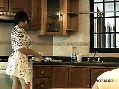 सेक्सी लैटिना माँ सौतेले बेटे नाश्ता सेक्स