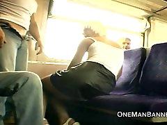 عمومی شجاعانه و درخشان در یک قطار