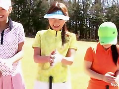 Cute mai sister meitenes spēlē sloksnes golfs