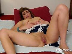 Maziem Pupiem Masturbē, Leah