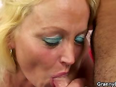 Blonde old mature gets her girls teaching boys to wank pussy slamme