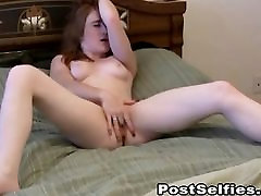 Glamurozno Solo Hottie Masturbates Njen Tesen P