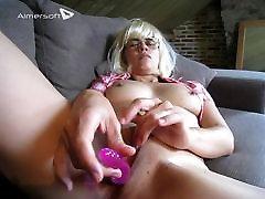 Sasha Xiphias dildoing her tight wet pussy