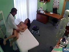 Zlato Adel dostane orálny pool porn star lieky