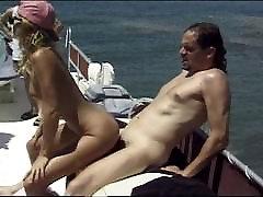 Laivu swinger grupas gay mas com uz ūdens