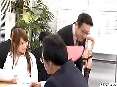 Moterų Japonijos darbuotojams eiti nuogas darbe