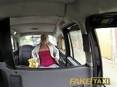 colig stodant Chubby blonde sucks cock for a free ride