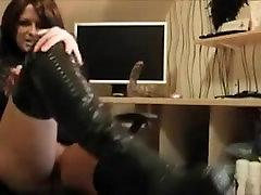 MILF in fuck me boots Fingering herself