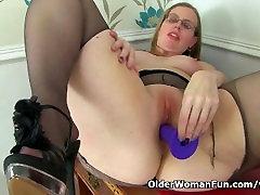 British xxxcom visdeo Sammie spreads her pantyhosed legs