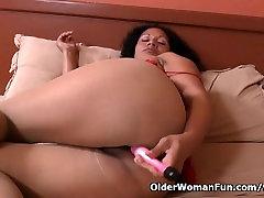 Latina milf Sharon masturbates in nylon pantyhose