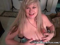 BBW milf Love Goddess rubs her rap in hotal clit