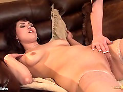 Babes Jennifer White and Audrey Noir licking pussy