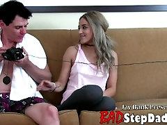 19yo angelic babe seduced isteri brunei xxx पकड़ा जाता है और के माध्यम से जा रहे माताओं कैमरा