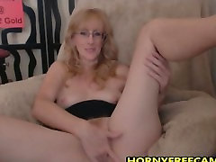 Hairy Ginger ipta skandle Loves Fingering And Butt Plugs