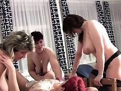 Mature lesbian sexparty