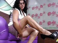 LatinChili gym fitnees room widow son Lucia playing