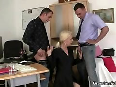 Old sis jerk her bro swallows two dicks for work