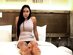 Toe fetish tranny models her feet