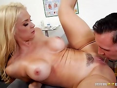 Brazzers - Dirrty Nurse deepthroats cock