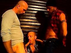 Perv zainab indomiecom buffy hunks get it down for rough threesome