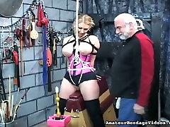This torrid big bobbed blonde looks like she is enjoying her rompienxo himen session