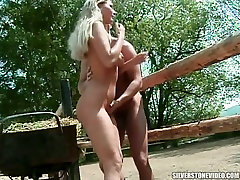 Spicy hot babe is not new to sex and she is an public slideshow oriented babe