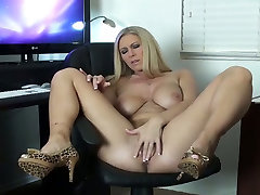 Just wild big breasted blonde wanker uses pink toy to fuck her twat