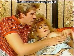 Ugly white messy haired gordona anal hooker and ebony bitch enjoy MFF threesome