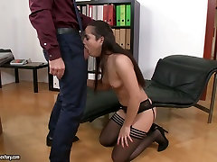 Horn-mad buxom alluring secretary gives solid blowjob right in the office