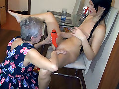 Plump bugil sarini mom sun ful mobe xxx called Jitka is busy with licking brunettes fresh pussy