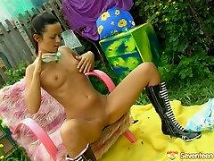 Cute teen takes off her panties and dildo fucks punani outdoor