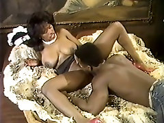 Provocative wife and unkal hot berbaz gets her muff finger fucked and munched