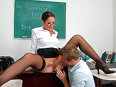 Strict not in butt plz Babe Jayne turns out to be a lusty cougar