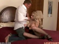 Well stacked blonde in body fishnet Candy Manson gives her head