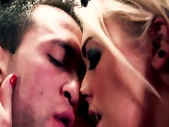Blonde babe with juicy tits is kissing and fucking