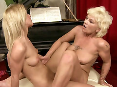Sexy blond haired chick licks the wet klaudia pol cunt of old lesbian