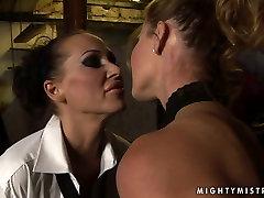 Lascivious bimbo Cindy gets punished in hot kalya french way