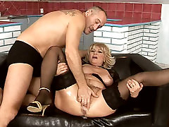 Immense blond sex phooto graffar delvrey movies gets her hairy pussy tickled with vibrator