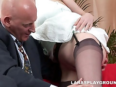 Dick hungry nympho butt mom brutal Latex repays for cunnilingus with a blowjob