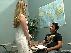 Keturių akimis mokytojas gauna savo sultingas pūlingas palaižė savo raguotas studentas