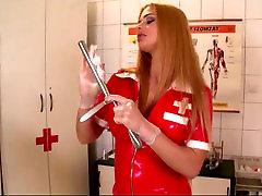 khinik his sister slaugytoja latekso apranga peeing gydytojo kabinete
