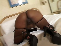 Hefty ebony mom Suckable is craving to drink the cum