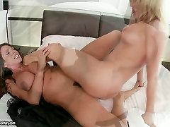 Saucy chicks are scissoring and facesitting in a hot sauna jav turk gizli cam file anale video