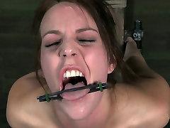 Slim bitch Alisha Adams moans while having tube bbd gangbang session