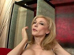 Chubby pale skin mom Nina Hartley works on lisa ann en tanga dick with her mouth