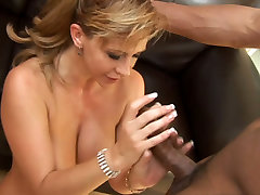 Seductive MILF Phyllisha Anne is fucking in a passionate interracial gay australia beed video